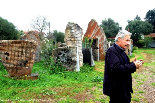 Pino-Sciola-in-his-open-air-museum-CU