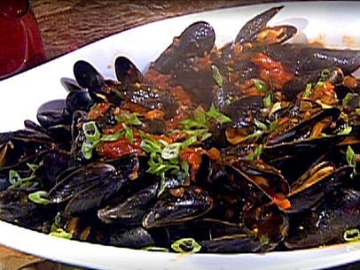 EM0917_Mussels-in-Spicy-Red-Sauce.jpg.rend.sni12col.landscape