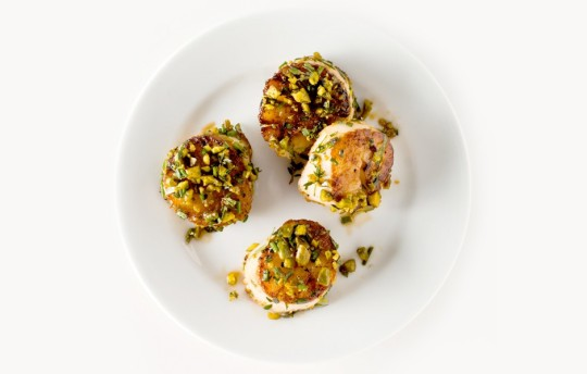 pistachio-crusted-scallops-940x600