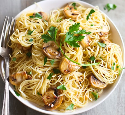 Spaghettini with Mushrooms, Garlic, and Oil