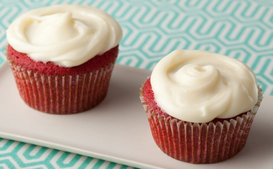 Red Velvet Cupcakes with Cream Cheese Frosting: Paula Deen
