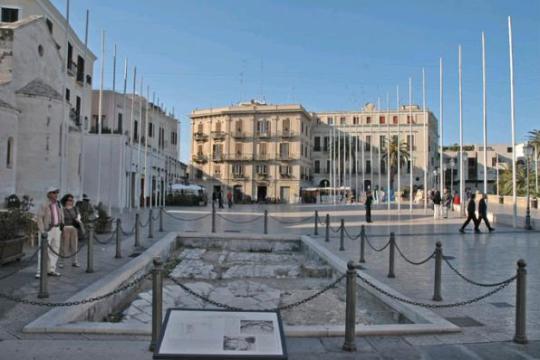 Piazza del Ferrarese, Bari