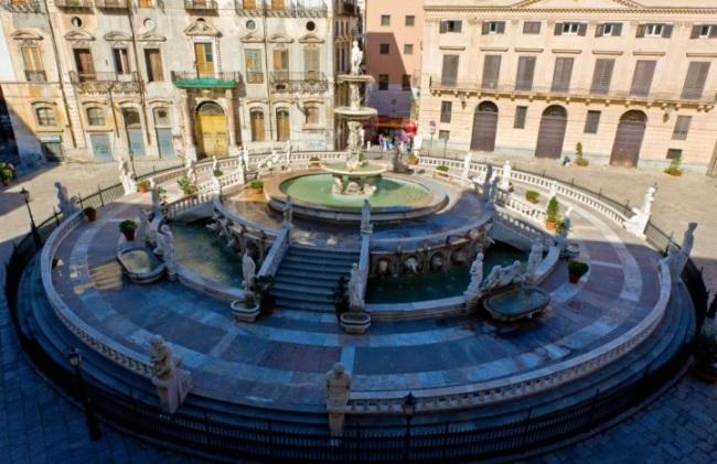 Piazza-Pretoria-Palermo-Sicily-Italy-720x538