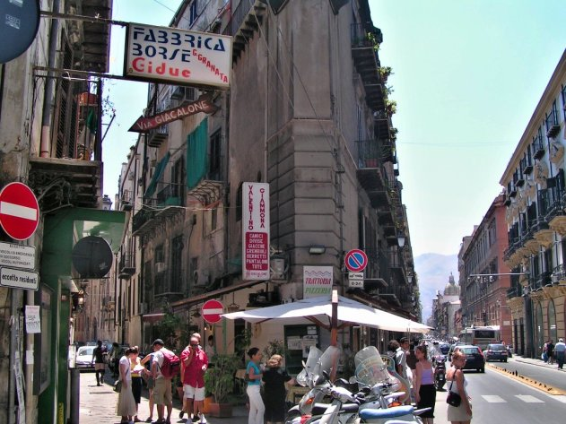 Streets-of-Palermo-Sicily-Italy